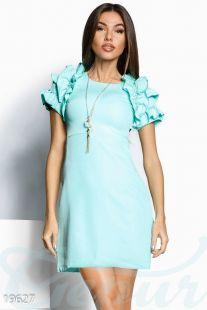 Кокетна вечерна рокля в тюркоазен цвят с къдри по ръкавите